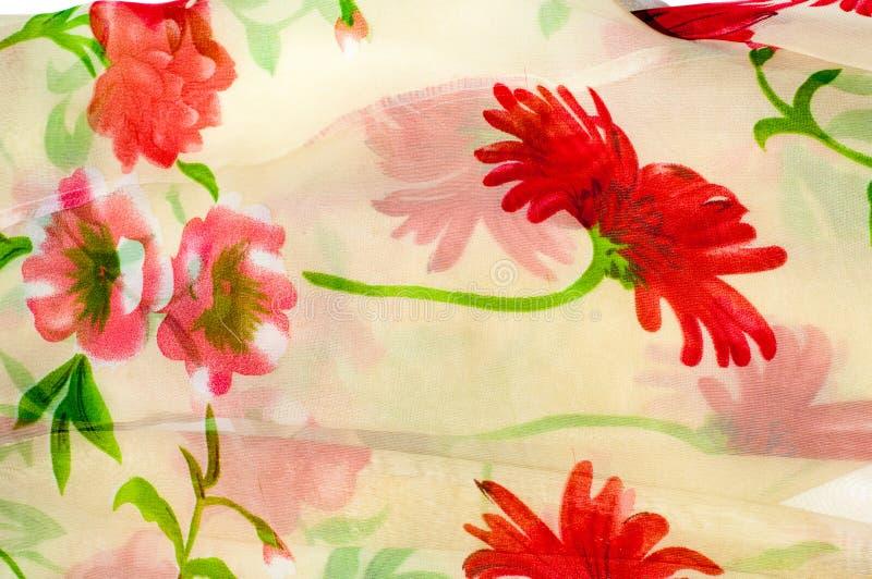 Texture du tissu en soie Fond Beige avec les fleurs rouges photographie stock libre de droits