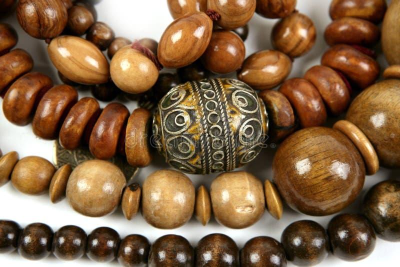 Texture en bois africaine de bijou de colliers photographie stock libre de droits