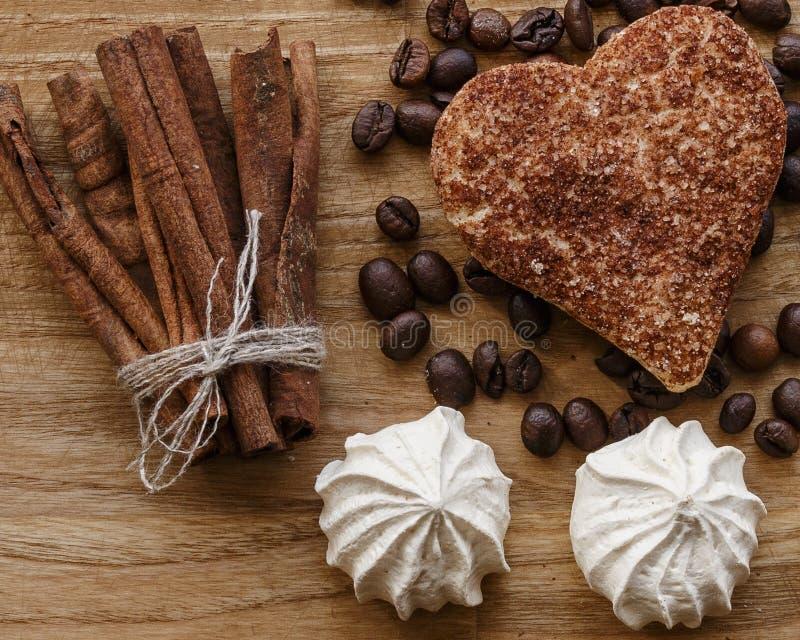 Texture en bois de grain de café de meringue et et de bâton de cannelle de biscuit de cannelle photo stock