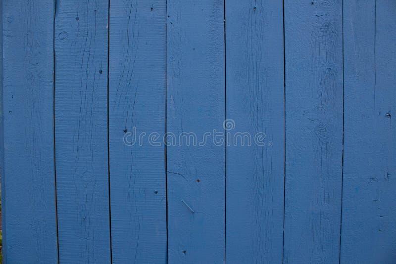 Texture en bois lumineuse de turquoise de résumé au-dessus du fond naturel clair bleu de couleur, vieux contexte de panneau avec  photo libre de droits