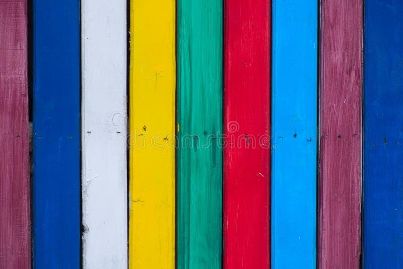 Texture en bois multicolore de mur de conseil de plan rapproché de planches images stock