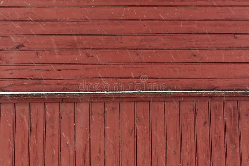 Texture en bois rouge de mur image stock