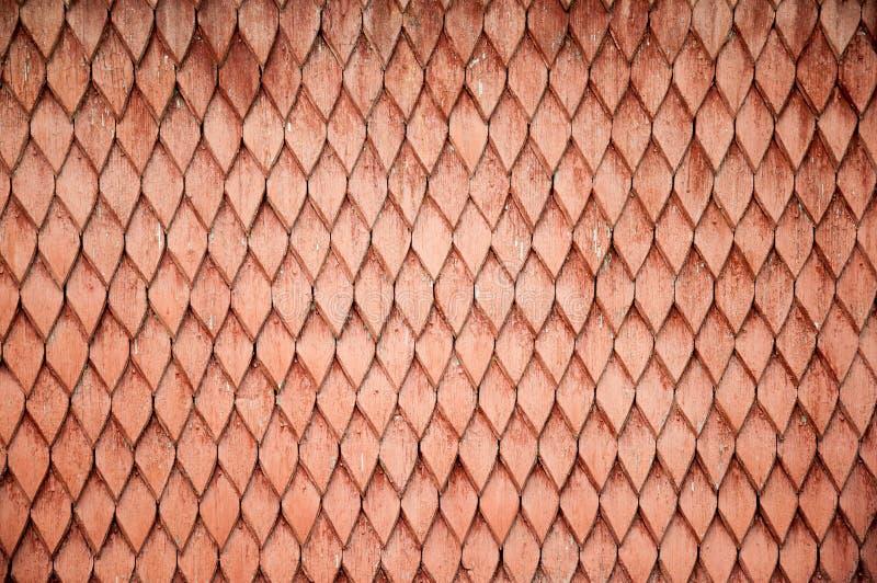 Texture en bois rouge de toit dans des formes de losange photos libres de droits