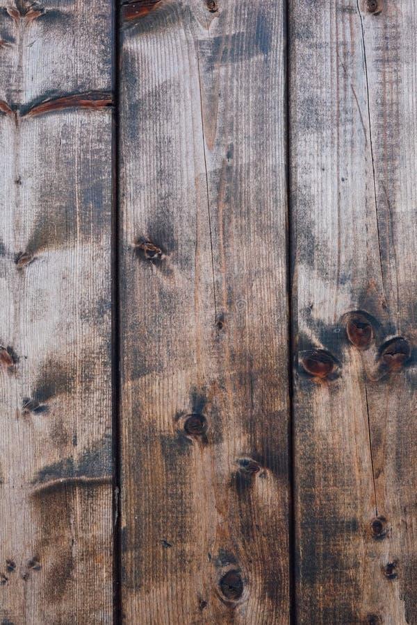 Texture en bois rustique brune foncée naturelle pour le fond Contexte en bois de planches image stock