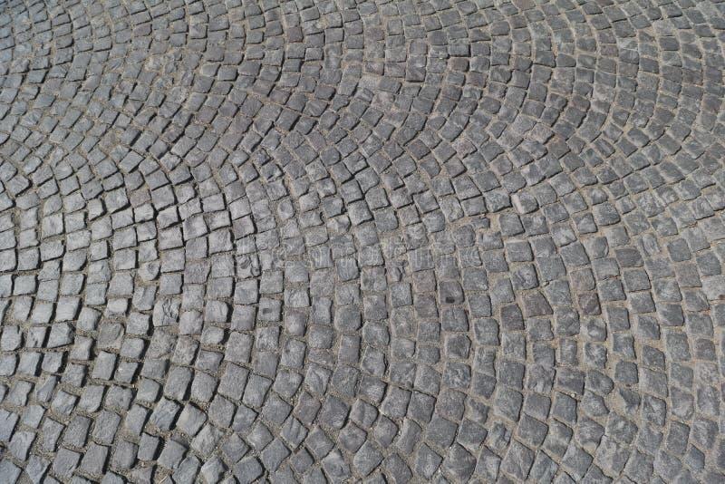 Texture en pierre cubique de route dans un papier peint de fond de jour ensoleillé photo stock