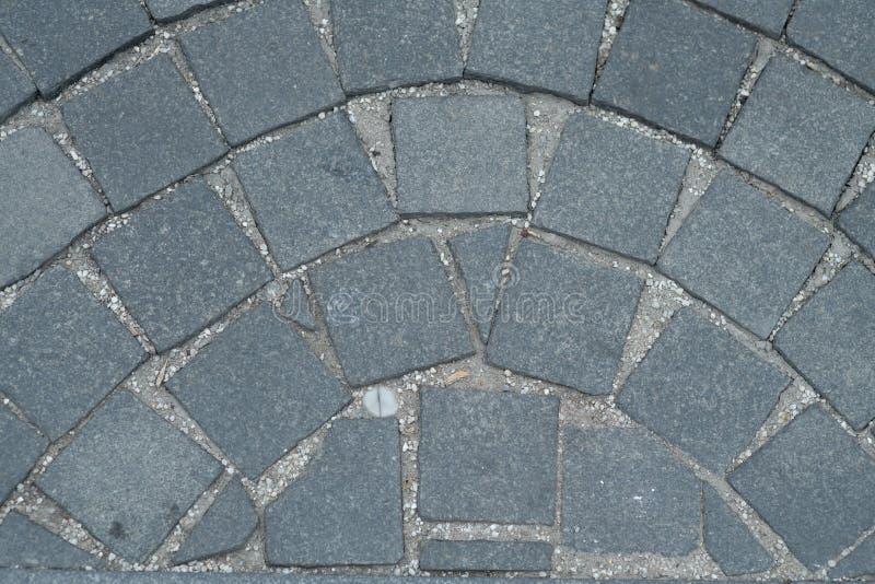 Texture en pierre de trottoir, fond cobblestoned de trottoir de granit, formes régulières pavées en cailloutis de route de pierre image stock