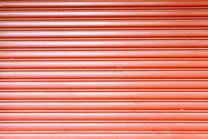 Texture folha de metal ondulada, porta da corrediça, porta de aço imagens de stock royalty free