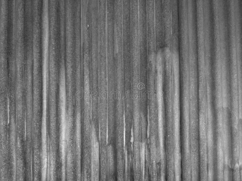 Texture gris-foncé de tuile de toit de ciment, fond de cru images libres de droits