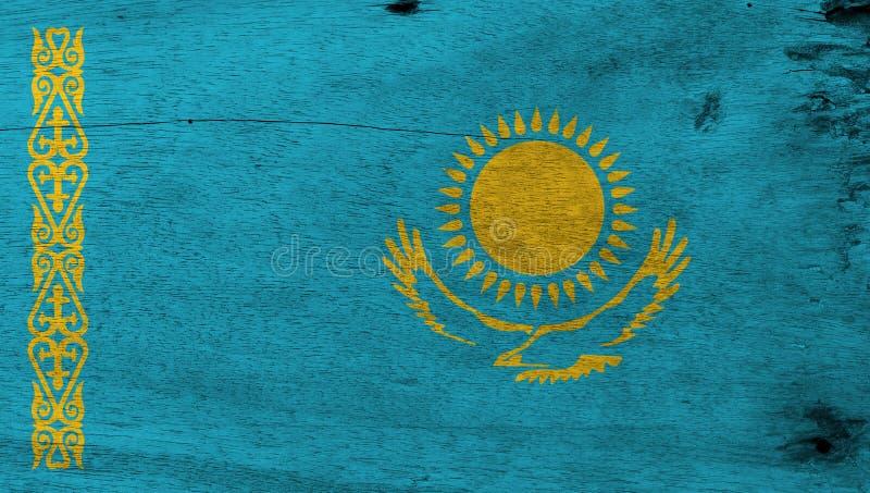Texture grunge de drapeau de Kazakhstani, un soleil d'or au-dessus d'aigle sur le champ bleu et modèle ornemental national illustration libre de droits