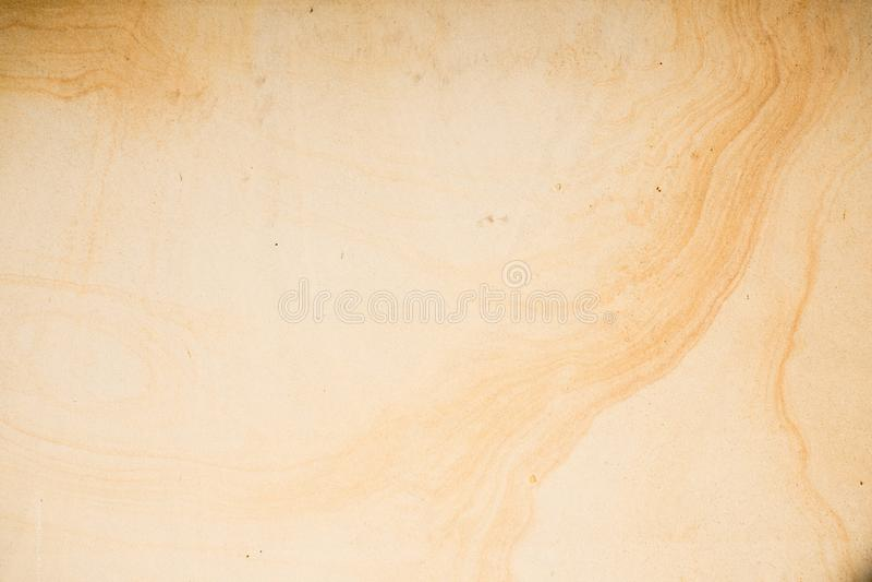Texture jaune de fond de pierre de grès avec les lignes foncées images libres de droits