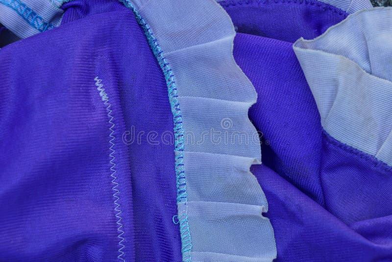 Texture lilas blanche de tissu du morceau d'habillement images stock