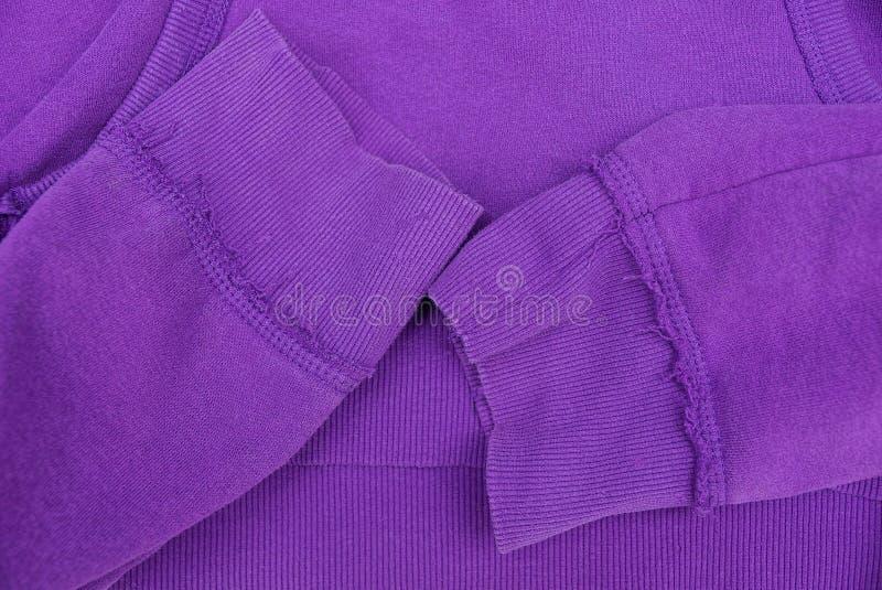 Texture lilas de tissu d'habillement avec deux douilles photographie stock libre de droits