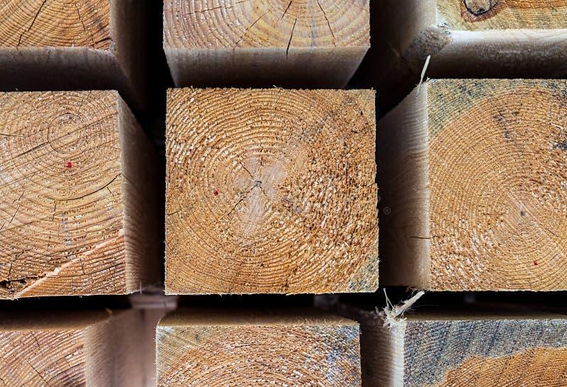 Texture naturelle beige en gros plan en bois de barre carrée de fond photos libres de droits