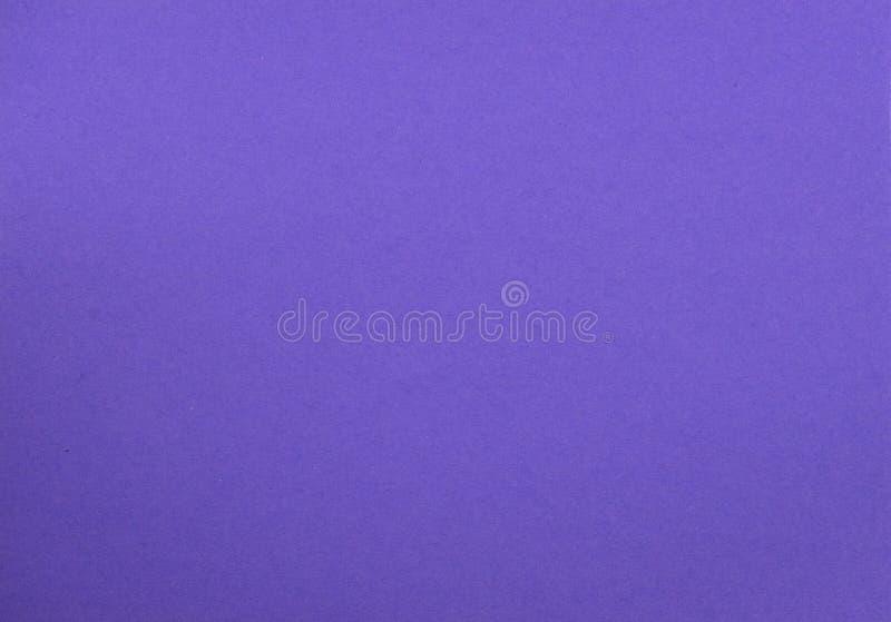 Texture naturelle de papier coloré de pourpre photographie stock