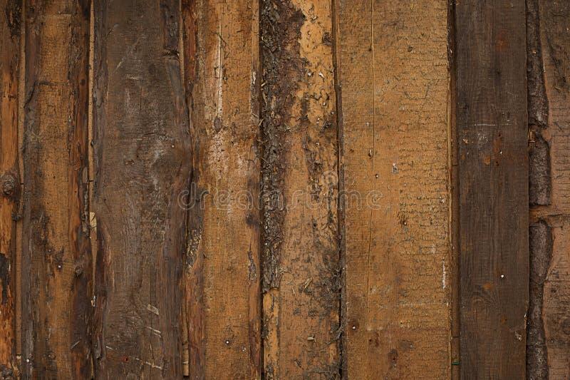 Texture a obscuridade não tratada de madeira natural velha do fundo das placas fotos de stock