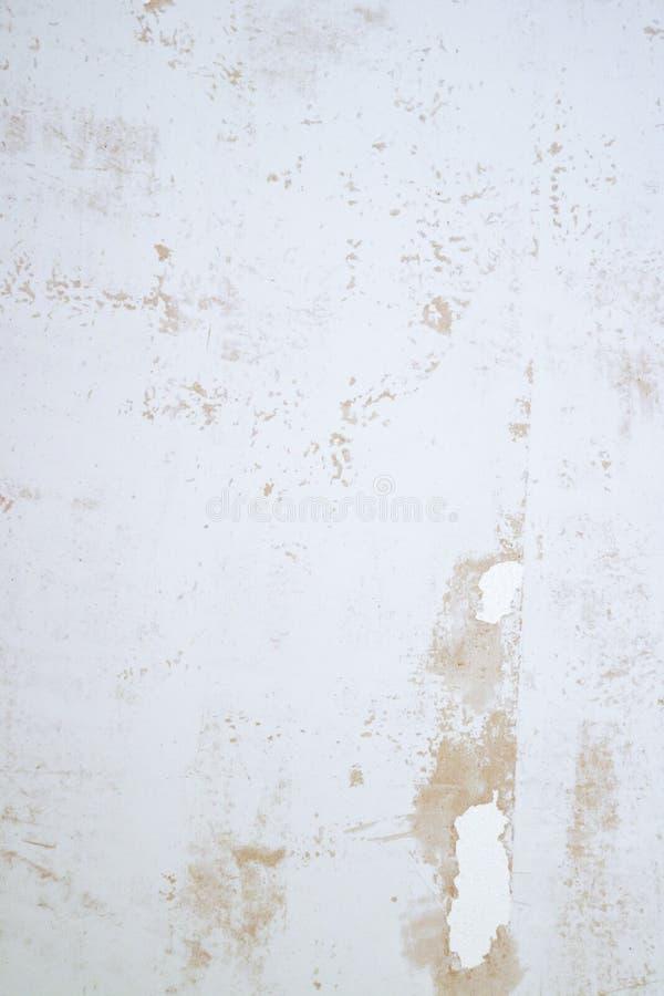 Texture plâtrée de mur avec des flocons de peinture et de remplisseur Surface poncée avec des imperfections image libre de droits