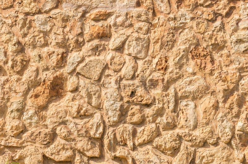Texture rustique brun clair de fond de mur en pierre de nature images stock