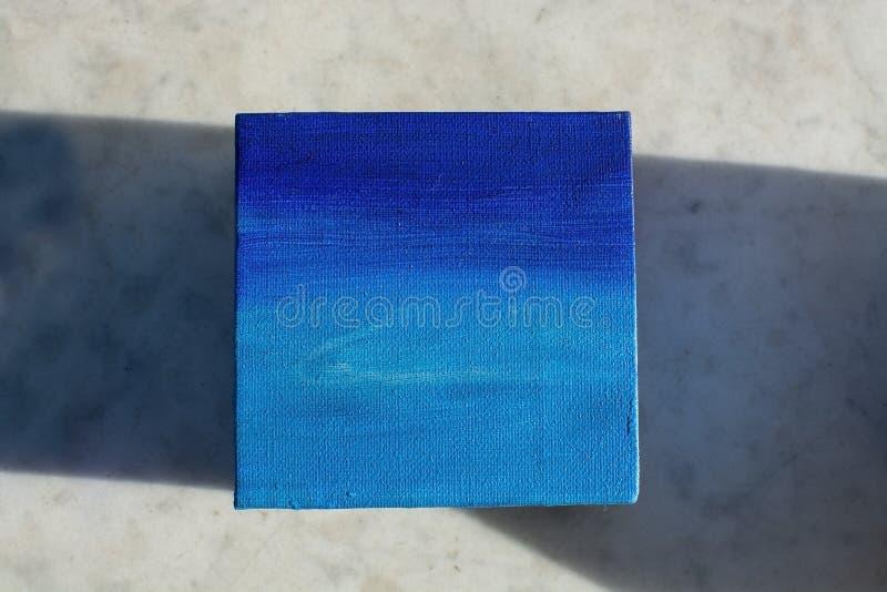 Texture saturée par résumé bleue de peinture à l'huile de ciel de nuances et d'océan photographie stock libre de droits
