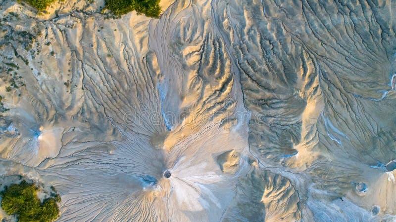 Texture, vue d'andscape de vue aérienne ci-dessus en volcans de boue de Buzau Roumanie photo stock