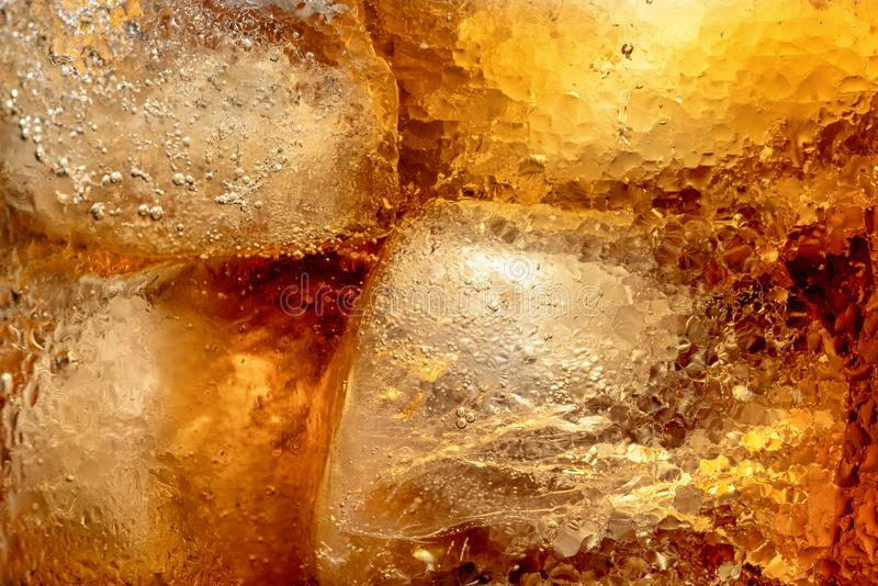 Texturen av drinken med is royaltyfria foton