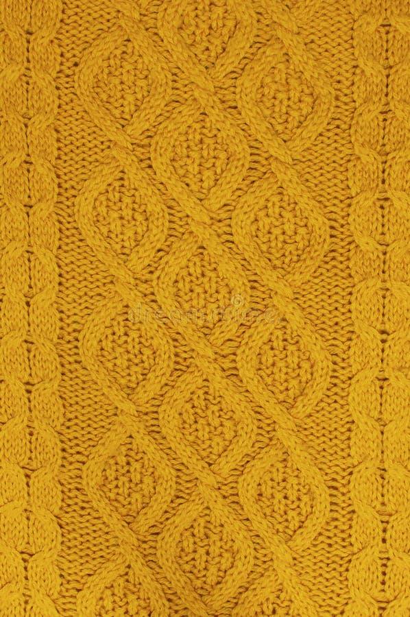 Texturen av en orange hösttröja stucken bakgrund stucken textur En prövkopia av handarbete från ull royaltyfria bilder
