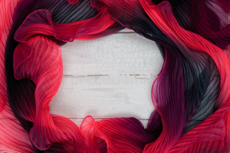 Texturen av m?ng--f?rgade tygrosa f?rg-lilor med en vit tr?bakgrund fotografering för bildbyråer