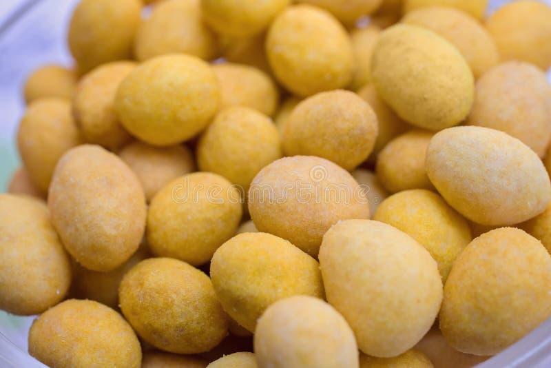 Texturen av ostbollarna arkivbilder