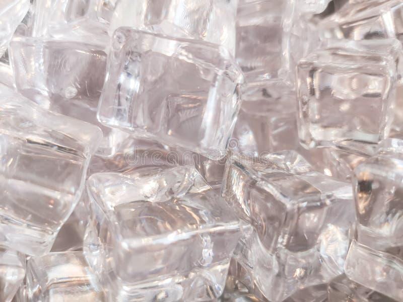 Texturen av ren skinande och vit fyrkantig is f?r bakgrund royaltyfria foton