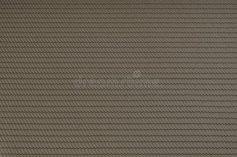 Texturen av taket av målad metall Närbild specificerad sikt av takbeläggning för sluttande tak Högkvalitativ roofin royaltyfria foton
