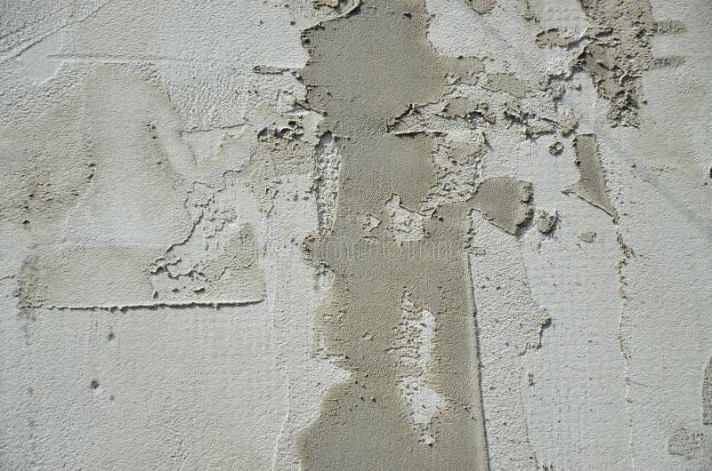 Texturen av väggen som täckas med gråa plattor för skumpolystyren, som suddas med en förstärkande blandning Etapp av vägg I arkivbilder