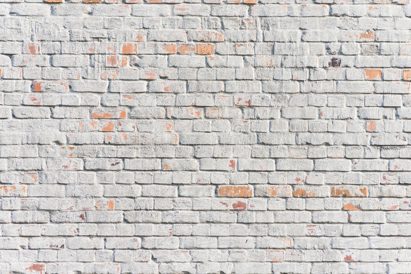 Texturerad vit tegelstenvägg arkivbilder