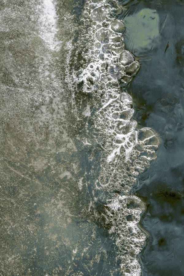 Textures de glace au-dessus d'étang photo libre de droits