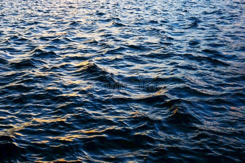 Texturice el agua ondulada del océano imagen de archivo libre de regalías