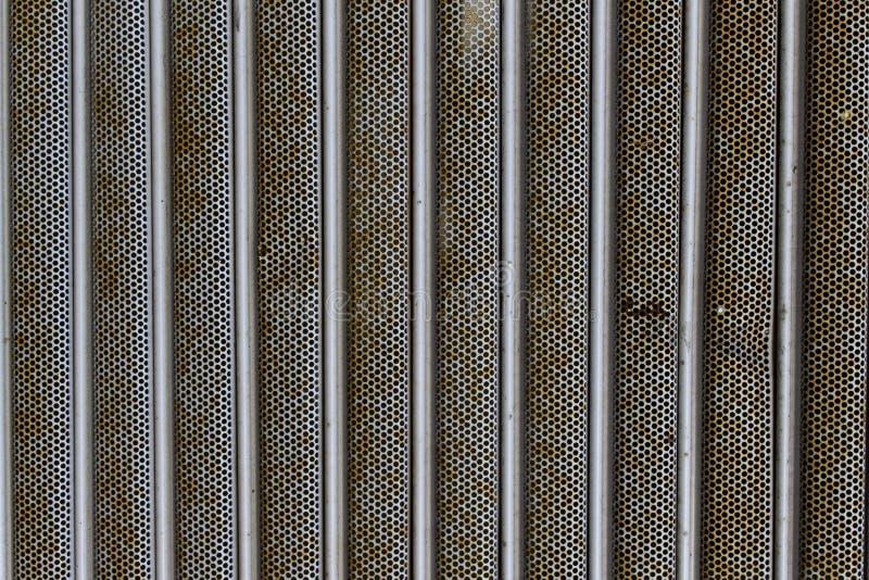 Texturice el exterior metálico del fondo del moho de la puerta fotografía de archivo libre de regalías