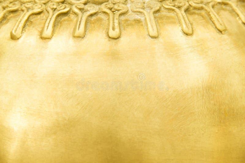 Texturice el metal de cobre amarillo viejo en los modelos del grunge abstractos para el fondo imagenes de archivo