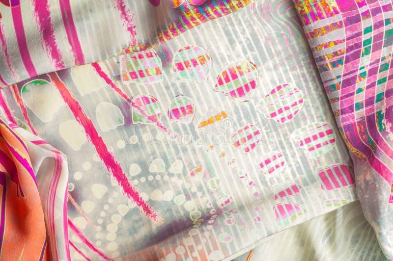 Texturice la imagen de fondo, tela de seda con el modelo abstracto columna imágenes de archivo libres de regalías