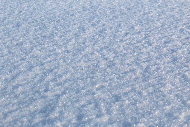 Texturice la nieve blanca en fondo soleado del tiempo imagen de archivo