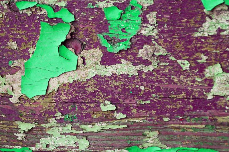 Texturice la pintura verde y púrpura del fondo del grunge - de la peladura en la superficie de madera de la textura imágenes de archivo libres de regalías