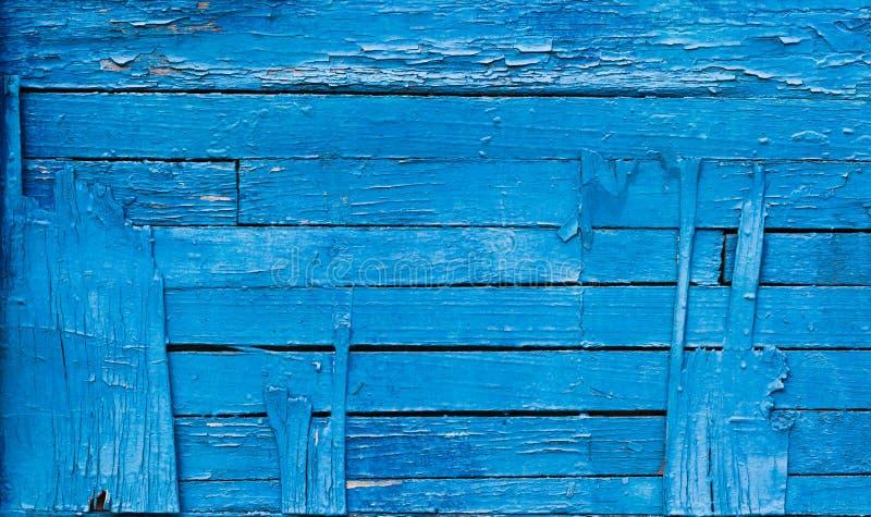 Textuur die gebarsten blauwe verf exfoliating Uitstekende houten achtergrond met horizontale raad, met blauwe verf royalty-vrije stock afbeeldingen