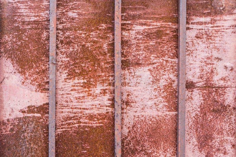 Textuur roestig metaal met drie verticale vierkante staven, abstracte achtergrond stock afbeelding