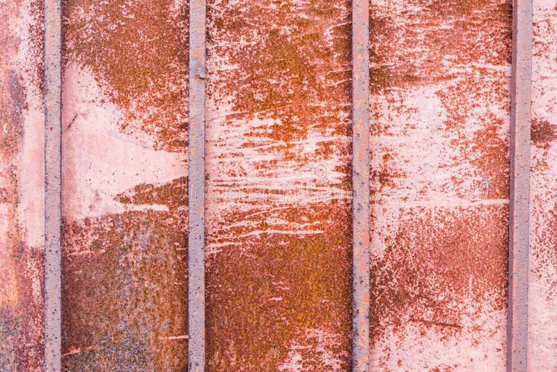 Textuur roestig metaal met vier verticale vierkante staven, abstracte achtergrond royalty-vrije stock afbeeldingen