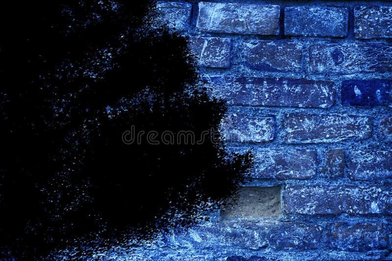 Textuur van de Grunge de ultra blauwe bakstenen muur, cementachtergrond voor website of mobiele apparaten royalty-vrije stock afbeeldingen