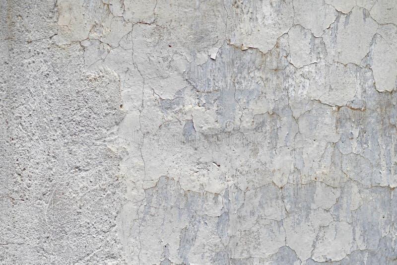 Textuur van de oude uitstekende muur met gebarsten verf stock afbeeldingen
