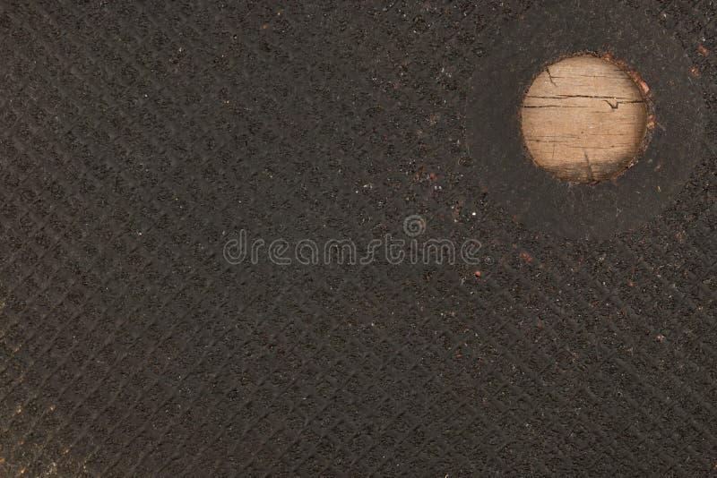 Textuur van de scherpe schijf over metaal die op een houten oppervlakte liggen stock foto's