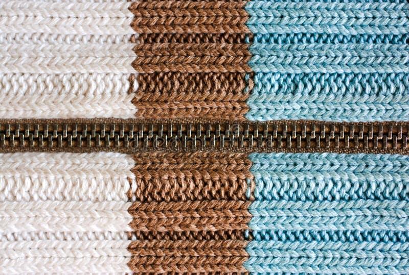 Textuur van gebreide wolstof, wollen doek met ritssluiting, gestreepte warme breiende sweater royalty-vrije stock afbeeldingen