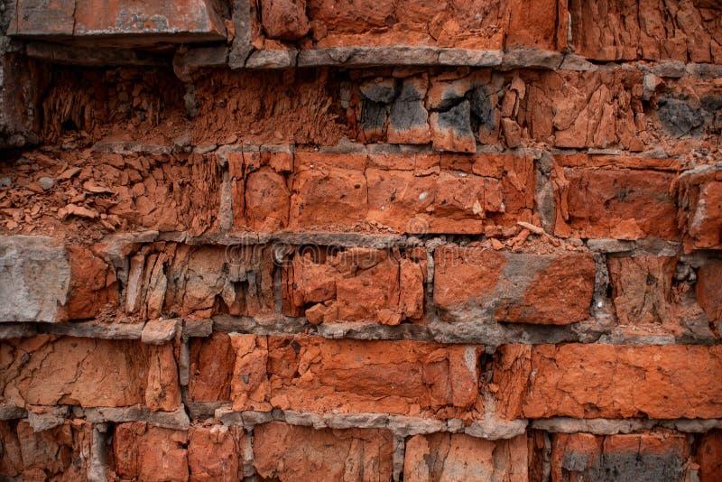 Textuur van gebroken oranje baksteen met afgebroken en geklopt onderaan corners1 stock foto