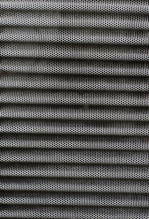 Textuur van Geperforeerd gegolft roestig roestvrij staalblad Oppervlakte van industrieel netwerk royalty-vrije stock afbeelding