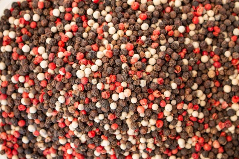 Textuur van het close-up, het kruid of het kruiden van de kruidenmengeling als achtergrond Zwarte peper, Spaanse peper royalty-vrije stock afbeelding