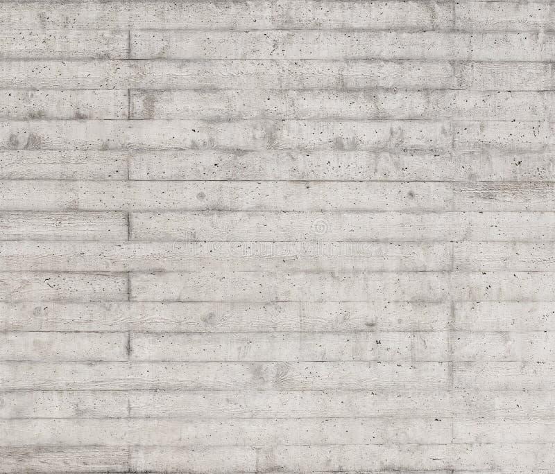 Textuur van houten die bekisting op een ruwe concrete muur wordt gestempeld royalty-vrije stock afbeelding