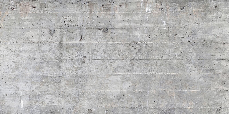 Textuur van houten die bekisting op een ruwe concrete muur wordt gestempeld stock afbeelding